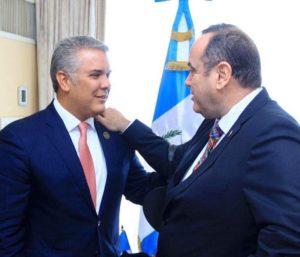 Alejandro Giammattei en reunión con el presidente de Colombia, Iván Duque, antes de asumir la Presidencia.