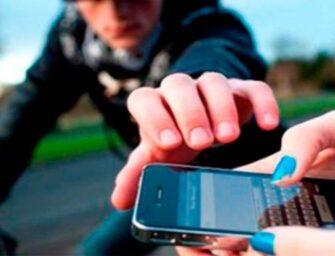 Ladrón de celulares captado en video en Cobán