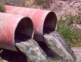 Colegio recibe fuerte sanción económica por contaminación